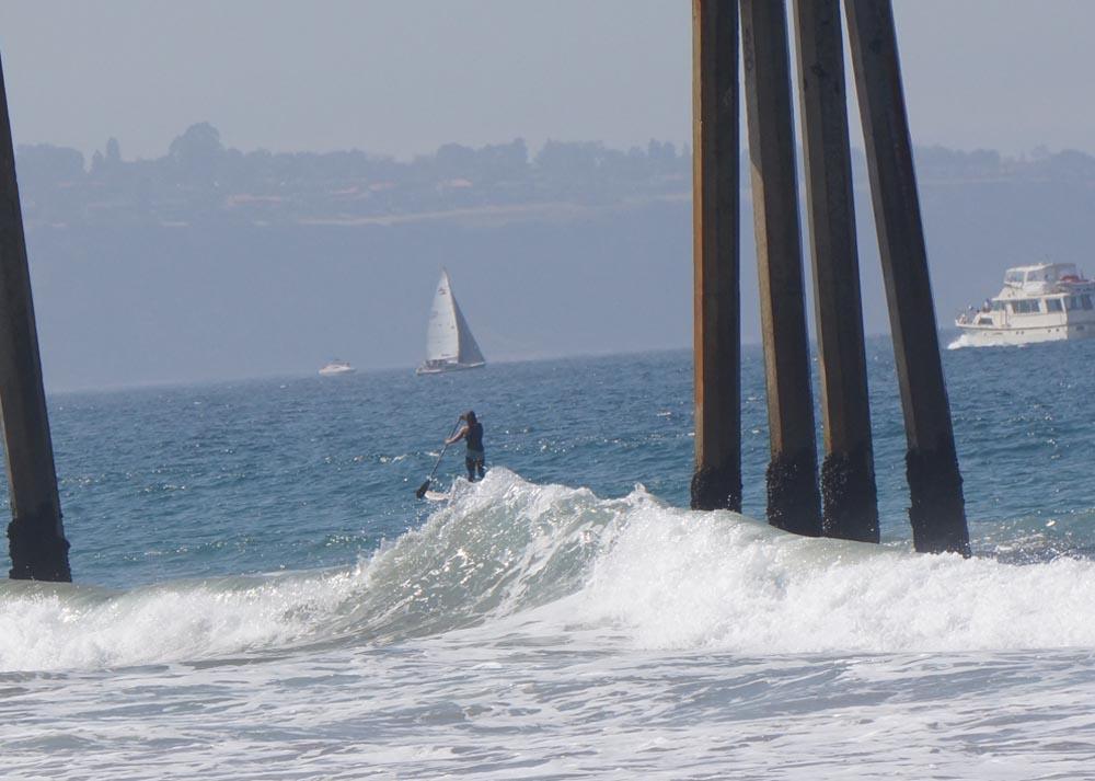 paddling-through-pier-hermosa