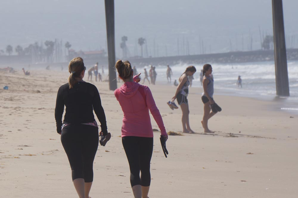 sat-morning-beach-walkers-hermosa