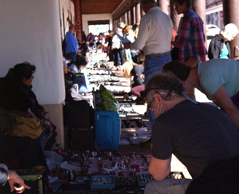 shoppers-native-american-jewelry-palace-governors-santa-fe