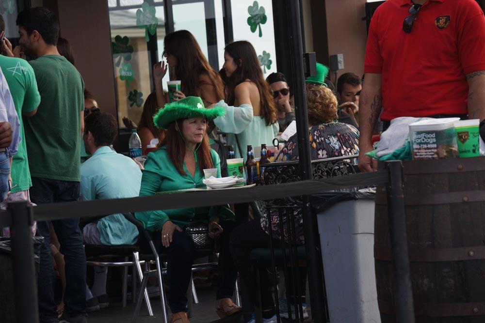st-pattys-hermosa-green-hat-lady