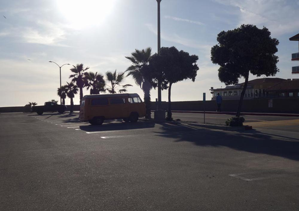 vw-bus-herondo-march-sunny-day
