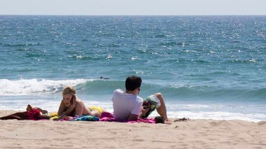 cell-phones-at-beach-el-porto-april