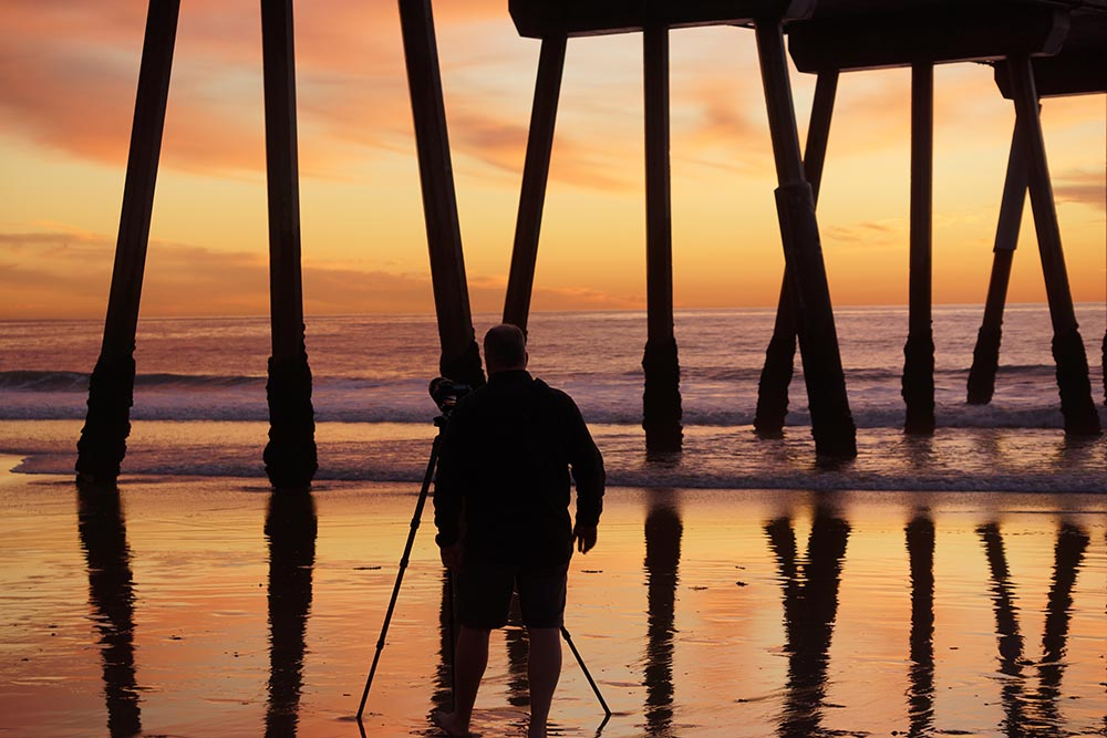 photographing-sunset-under-hermosa-pier