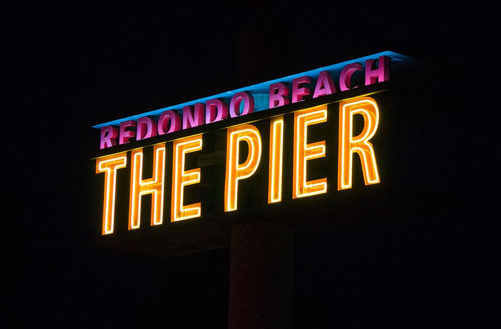 redondo-pier-sign-night
