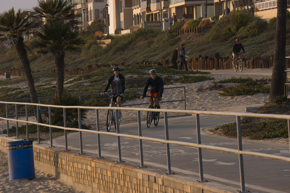 strand-bike-path-evening-manhattan-beach