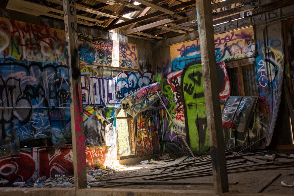 inside-graffiti-old-zoo