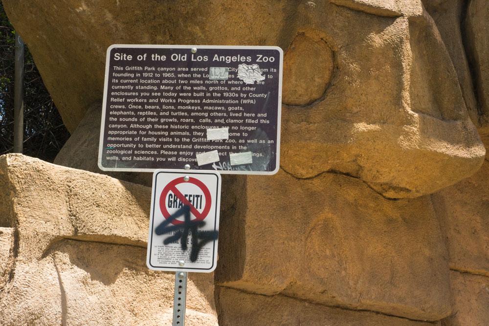 no-graffiti-old-zoo-sign
