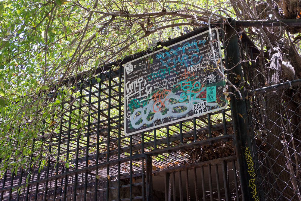 old-zoo-sign