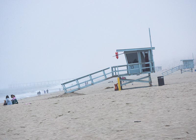 foggy-evening-hermosa-lifeguard-stand