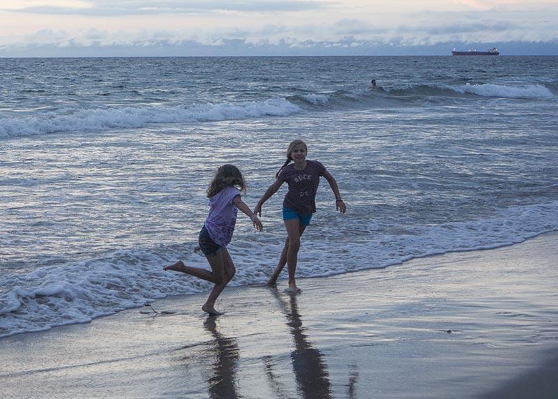 girls-beach-twilight-hermosa
