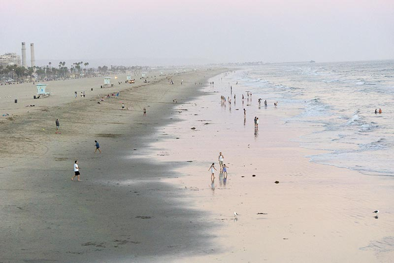 hb-beachgoers-twilight-sept