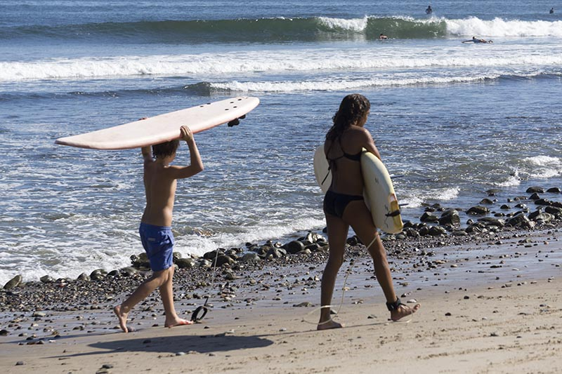 carrying-their-boards-surfrider-oct