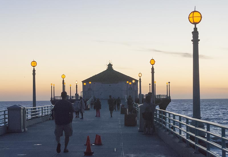 manhattan-beach-pier-twilight-late-oct-lights