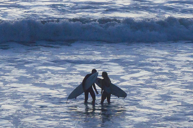 surfer-tete-tete-manhattan-beach-twilight-oct