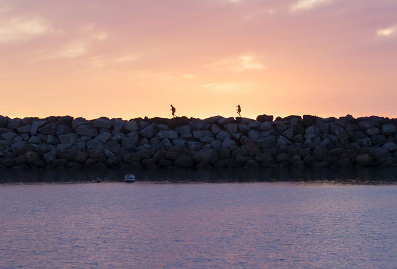 kids-jetty-sunset-king-harbor-dec