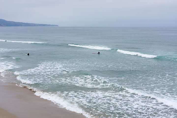 hermosa-cloudy-may-morning-surfers