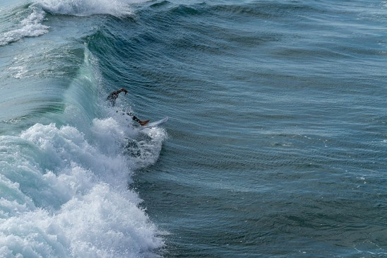 mb-rider-wave-side-view-june-afternoon-sunny